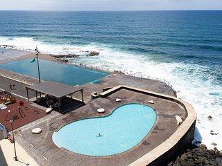 Frontline Bajamar with pool and gym