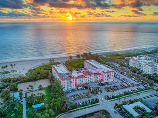 Palm Beach Shores & Vacation Villas: 2-Bedrooms, Sleep 6, Full Kitchen.