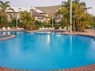 Apartment 27, Poolside Golf Resort – Bunbury, sleeps 4