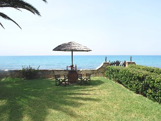 SEA FRONT Villa Amazing Pool & Garden - Privacy - 6 bedrms (ensuite) Sleeps 14