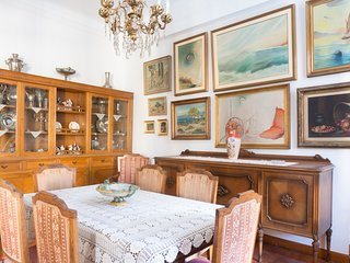 Plaka Vintage 3BR Apartment in Central Athens