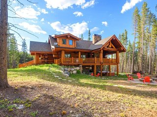 Luxury Log Cabin with Hot Tub and Fire Pits  - Moose Ridge Cabin