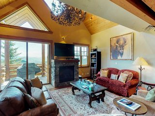 Ski-in/out townhouse w/private hot tub, views & paid access to a shared pool