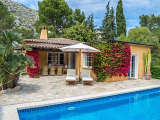 Pont Petit - The finest small country cottage in the Pollensa area with heated p
