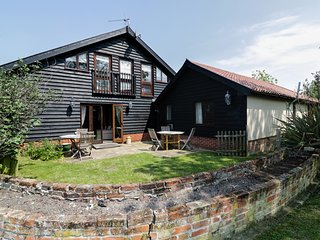 THE CART LODGE, open plan, quirky decor, pet friendly, near Halesworth