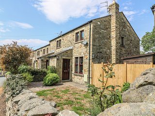 CROFT COTTAGE, in Yorkshire Dales, Smart TV, pet-friendly, in Long Preston