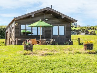 CABIN, open-plan, countryside views, Falmouth 4 miles, Ref 980134
