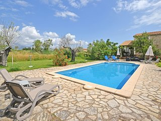 TRESCO - Country house with swimming pool in Buger