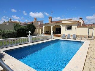 0033-TORDERA Casa al canal con piscina y amarre