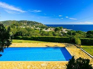 Calella de Palafrugell Apartment Sleeps 6 with Pool - 5246965