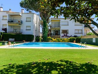 3 bedroom Apartment with Pool and Walk to Beach & Shops - 5246957
