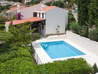 5 bedroom Villa with Pool, Air Con and WiFi - 5634107