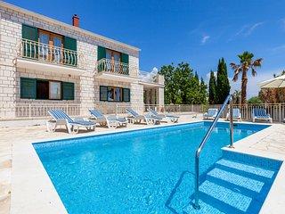 4 bedroom Villa in Sumartin, Splitsko-Dalmatinska Zupanija, Croatia : ref 563410