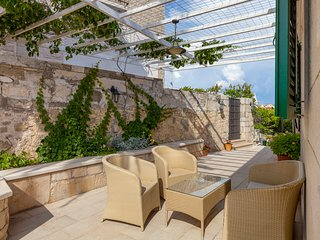 Sumartin Villa Sleeps 10 with Pool and Air Con - 5634100