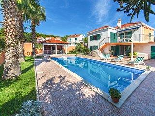 3 bedroom Villa in Sumartin, Splitsko-Dalmatinska Županija, Croatia : ref 563411