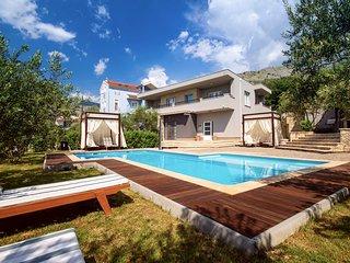 4 bedroom Villa in Zminjevaca, Splitsko-Dalmatinska Zupanija, Croatia : ref 5393