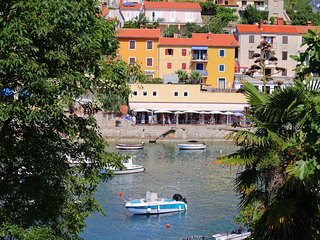 2 BDR apartment in the port of Rabac, 35