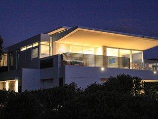 Ultramodern beachfront villa – award-winning architectural design
