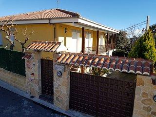 Casa Rural 4 ESTRELLAS****PARA 10 A 14 personas 300€ ( 21,43€ por pers/noche)
