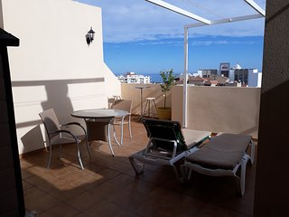 South facing bright penthouse ,Torrecilla area, AC & free wifi . South facing.