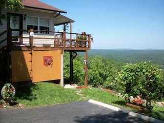 Skyline Drive Bed and Breakfast (Loft Apartment)