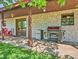 Hill Country House w/Outdoor Perks & Hot Tub!