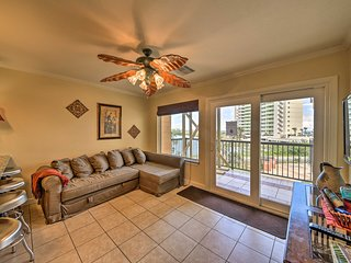 NEW! Cozy Galveston Condo 5 Mins to Moody Gardens!