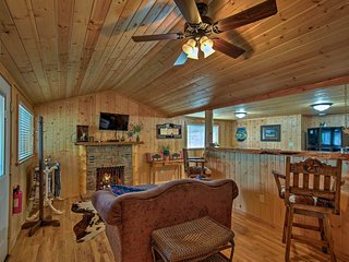 NEW! Ruidoso 'The Lonesome Wolf' Studio w/Hot Tub!
