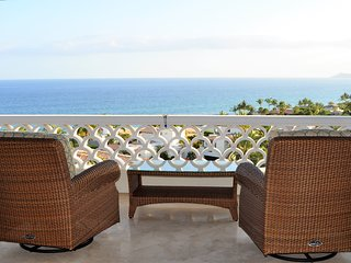 Luxury 3 BD Penthouse with 180 degree Ocean Views!