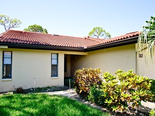 Gorgeous, Gut-Renovated Villa in Village Des Pins, Sarasota, 2BR 2 BD sleeps 4-6