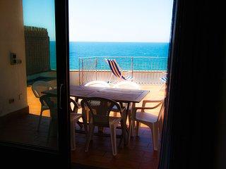 Beach Villa near Rome, 5 bedrooms, garden, 4 cars parking, jacuzzi, small pool