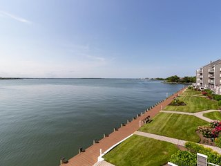 NEW LISTING! Waterfront gem w/sweeping views, shared pool & community tennis