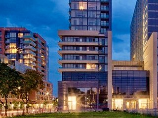 ChatEauCQ - 1Br Queen West Modern Condo w/ Kitchen across Drake Hotel - Location