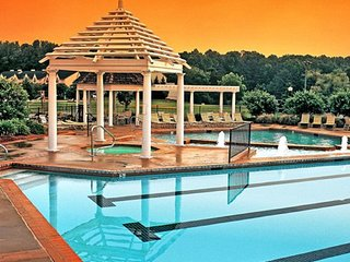 2 BDRM~ HISTORIC POWHATAN~INDOOR & OUTDOOR POOLS/HOT TUBS/ NEAR BUSCH GARDENS