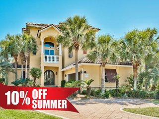 10% OFF Summer! FREE Golf Cart, Home Near Beach w/ Private Pool + FREE Perks!