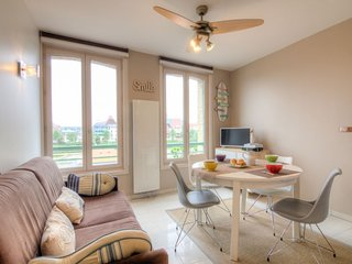 1 bedroom Apartment in Trouville-sur-Mer, Normandy, France : ref 5036965