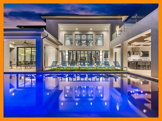 Reunion Resort 15000 - Epic celebrity-style mansion with multi-level pool