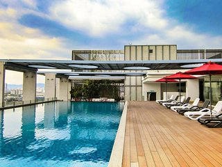 COZY D'Majestic Suite 11, INFINITY POOL, FREE WiFi