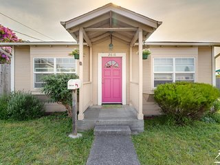 Lovely home, perfect for your family, mins from 101, shopping, lg fenced yard