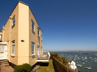 Cliff Cottage - Detached 2 bedroom Cottage with spectacular sea views