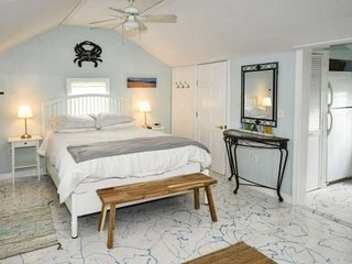 Baby Love Shack: Studio Cottage w/Sun Porch. 3 min walk to Beach, & all, Great C