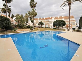 3 bed townhouse 10 minutes from Puerto Banus next to golf course with sea views