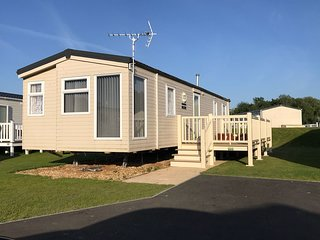 Tattershall Lakes  6 berth caravan with hot tub
