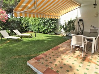 Ground floor 2 bed 2 bath apartment close to the beach with private garden