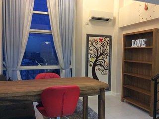 New high-floor loft pad opposite Shangri-la Edsa
