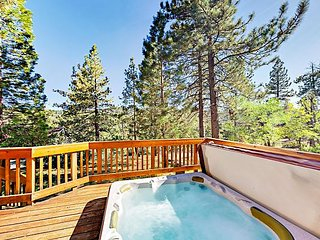 Family Fun Awaits! Boulder Bay 4BR w/ Private Hot Tub & Arcade, Near Lake!