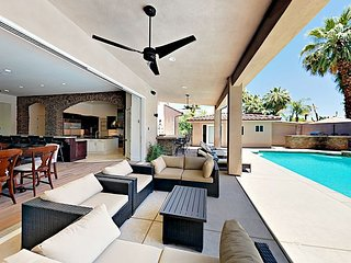 Luxe 5BR/5BA - Private Pool, Hot Tub, Game Room, Casita, 1 Block to Downtown