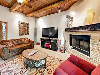 High-End 2BR w/ Private Courtyard & Southwest Touches, Walk to Santa Fe Plaza