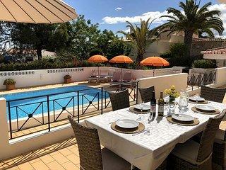 Casa do Verao, a beautiful 3 bedroom villa, gated pool, aircon, 1km to Beach