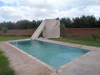Villa avec piscine et toboggan privee sans vis a vis